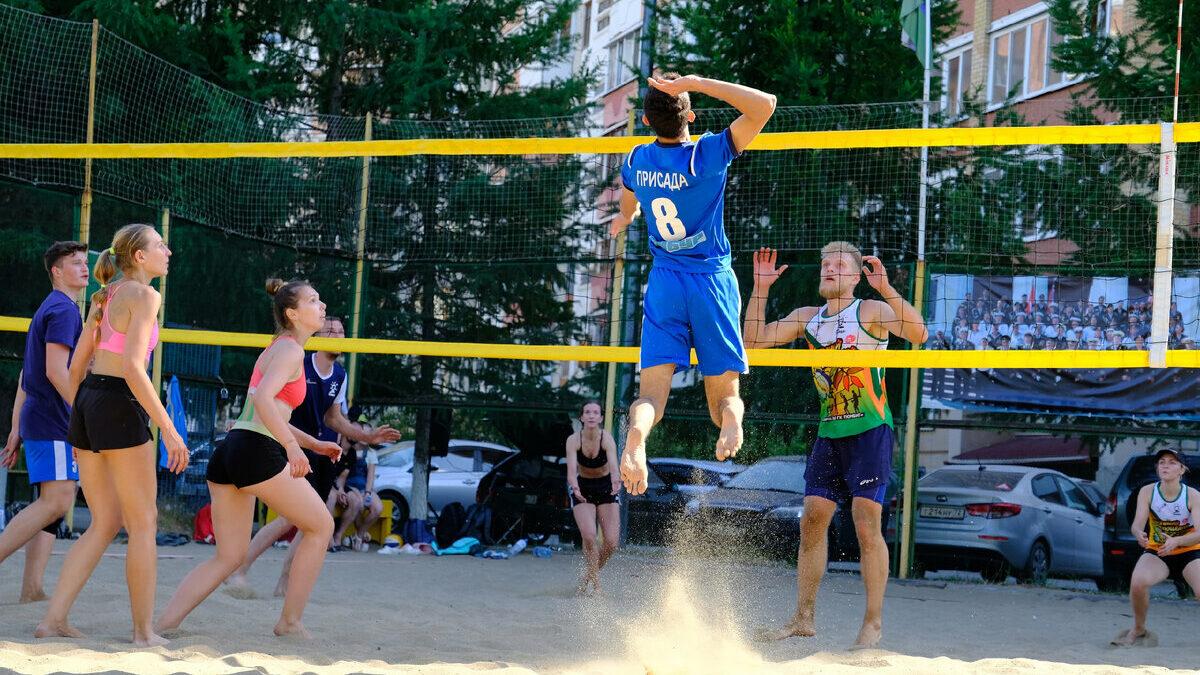 Волейбол в тюменском парке