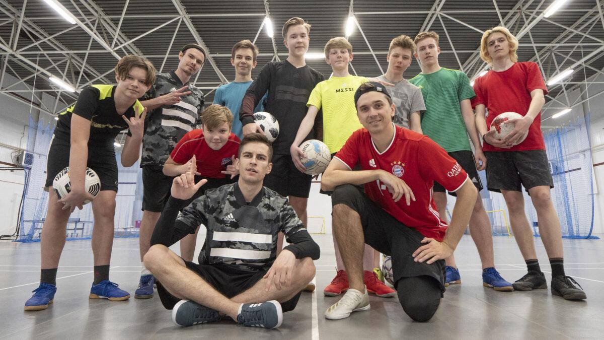 Творчество с футбольным мячом