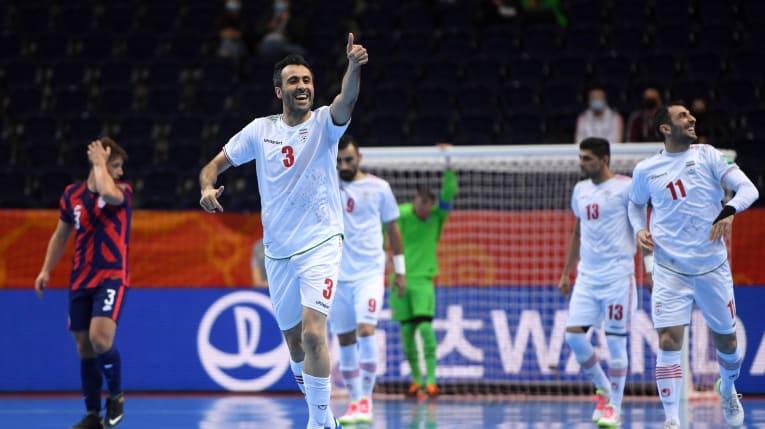 Глупое удаление вратаря не помешало Ирану досрочно выйти в плей-офф